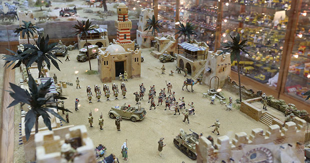 Largest collection of dioramas battle scene