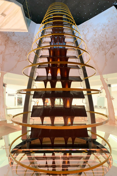 tallest-chocolate-fountain-front-portrait